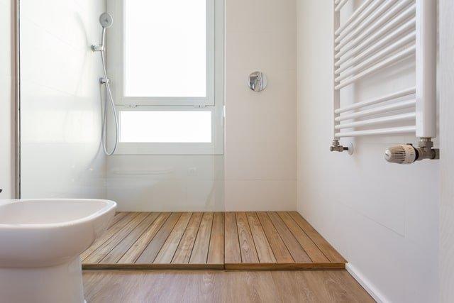 Tarima de madera en duchas