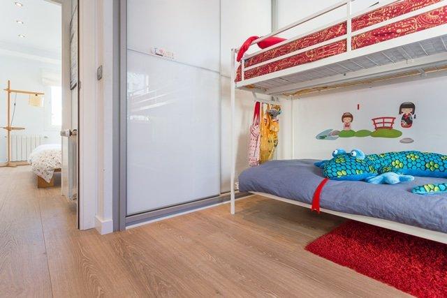 Suelo laminado especial dormitorio niños