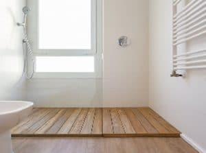 tarima de madera en ducha